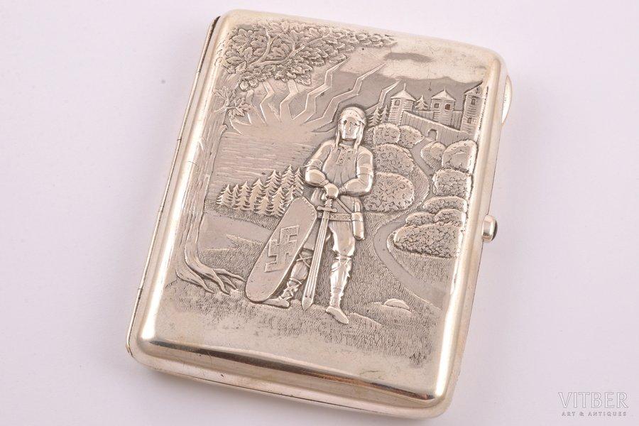 "портсигар, серебро, 875 проба, ""Витязь"", чеканка, 20-е годы 20го века, 162.45 г, Латвия, 10.4 x 8 x 1.5 см"