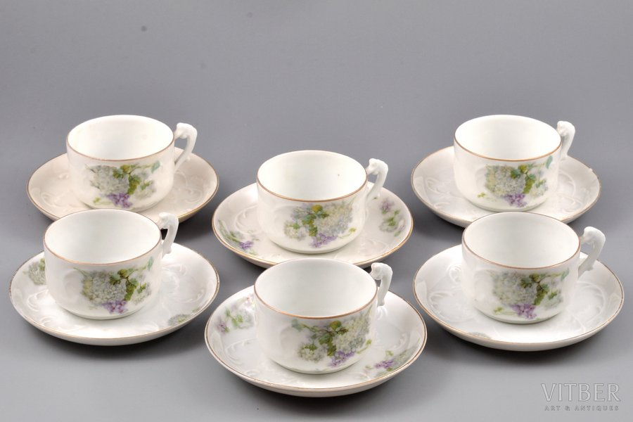 set of 6 coffee pairs, porcelain, I. E. Kuznetsov Plant on Volkhov, Russia, 1913-1918, Ø (plate) 11.3 cm, h (cup) 4 cm, tiny chip on one of the saucers
