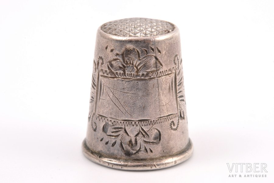 наперсток, серебро, 84 проба, штихельная резьба, 1880-1890 г., 4.40 г, Рига, Российская империя, h 2 см
