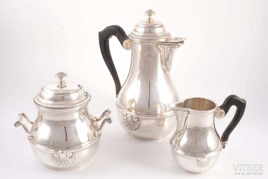 servīze: cukurtrauks, kafijas kanna, krējuma trauks, sudrabs, 950 prove, 19. gs., (kopējs) 1224.25 g, (kafijas kanna) 570.15 g, 22.5 cm / (cukurtrauks) 441.05 g, 14.5 cm / (krējuma trauks) 213.05 g, 11.5 cm, Henin & Cie, Parīze, Francija