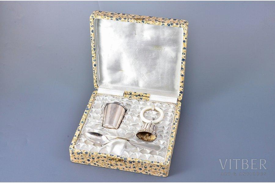 комплект из 3 столовых приборов, серебро, 915, 750 проба, общий вес изделий 56.35 г, Испания, ложка - 13.7 см, стопка - 5.1 см, колокольчик с кольцом - 8.7 см, с коробкой