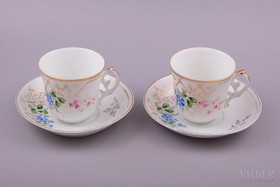 2 tea pairs, porcelain, M.S. Kuznetsov manufactory, hand-painted, Riga (Latvia), Russia, the border of the 19th and the 20th centuries, h (cup) 7.6 cm, Ø (plate) 14.7 cm