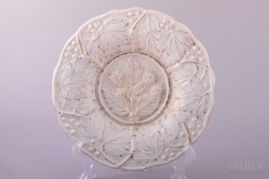 decorative plate, K.P.M. Dreylingsbusch, faience, M.S. Kuznetsov manufactory, Riga (Latvia), Russia, the border of the 19th and the 20th centuries, Ø 21.8 cm