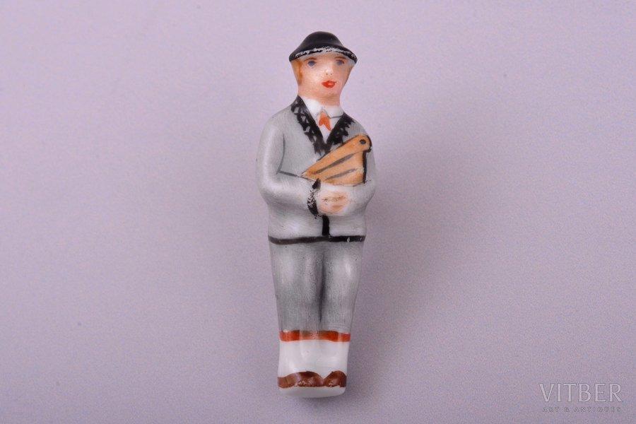 brooch, kokle player, porcelain, M.S. Kuznetsov manufactory, Riga (Latvia), 1934-1940, 4.2 cm