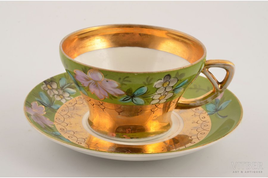 tea pair, porcelain, M.S. Kuznetsov manufactory, hand-painted, Riga (Latvia), Russia, the border of the 19th and the 20th centuries, h (cup) 5.2 cm, Ø (saucer) 13.8 cm