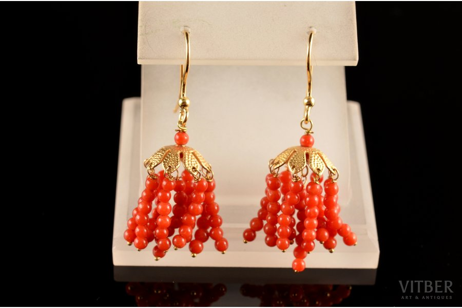 earrings, gold, 3.98 g., the item's dimensions 3.7 cm, coral, Italy, diameter of coral beads 2.4 mm