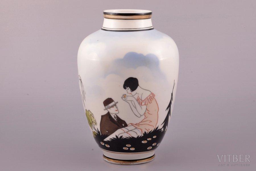 "vase, ""Loves me - loves me not"", porcelain, Burtnieks manufactory, hand-painted, sketch by Sigismunds Vidbergs, Riga (Latvia), 1929-1939, h 21.5 cm, premium (GOLD MARK) grade"