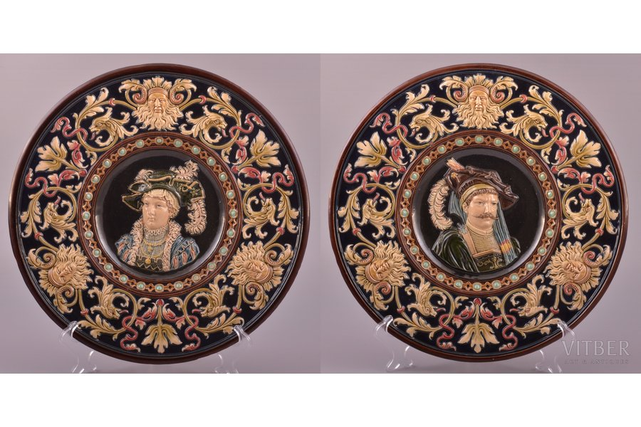 a pair of wall plates, majolica, Zelm & Boehm, Riga (Latvia), Russia, the beginning of the 20th cent., Ø 33.5 cm, one of the plates with small chip on the back