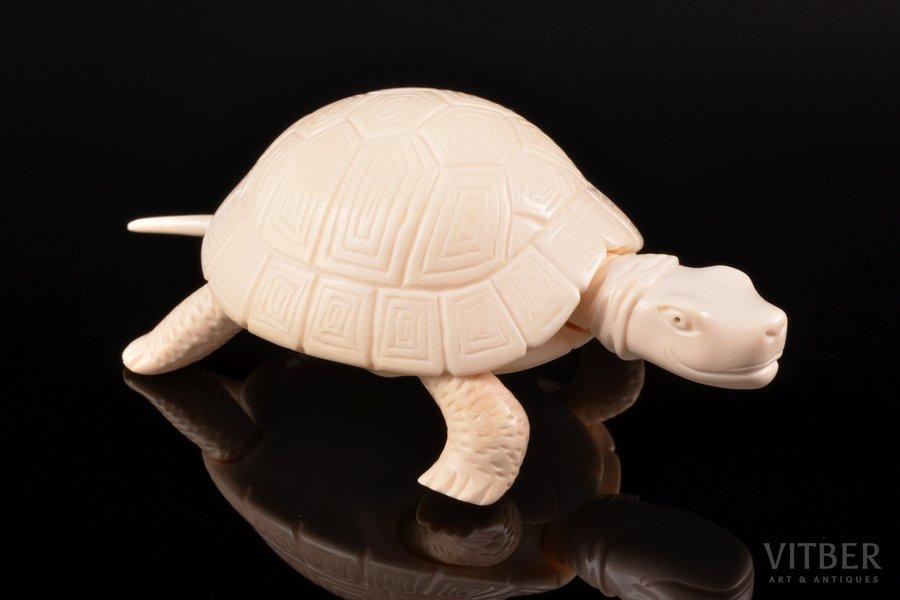 """Statuete, """"Bruņurupucis"""", mamuta ilknis, 3.1 x 7.8 x 5.1 cm"""
