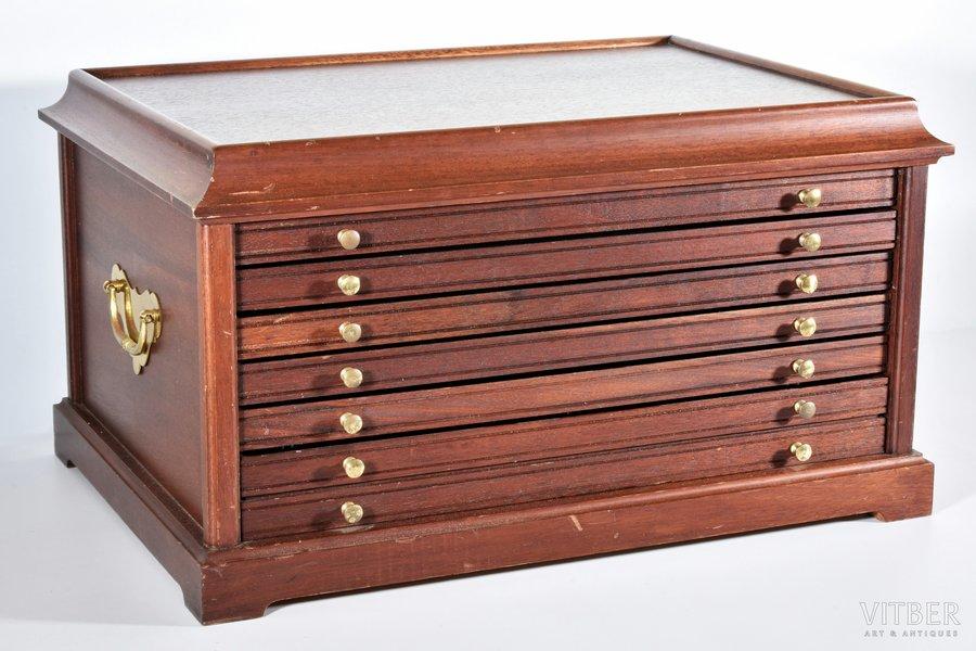 monētu kabinets, 6 atvilktnes, 5 atvilktnēs vieta 100 (5x20) monētām + 1 atvilktne, misiņš, mahagonijs, 29 x 52.2 x 37.5 cm