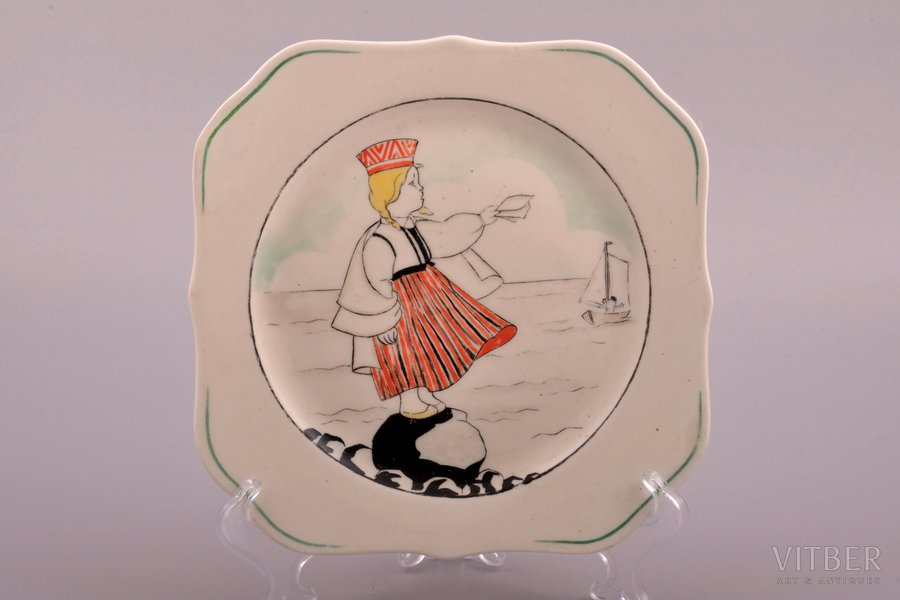 decorative plate, traditional motif, porcelain, Riga Ceramics Factory, signed painter's work, handpainted by Natalija Trimailova (Kuznecova), Riga (Latvia), 19.8 x 19.8 cm, restoration of upper left corner