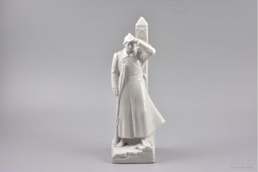 figurine, Border guard, USSR, LFZ - Lomonosov porcelain factory, molder - K.Rizhov, the 30ties of 20th cent., 23.7 cm