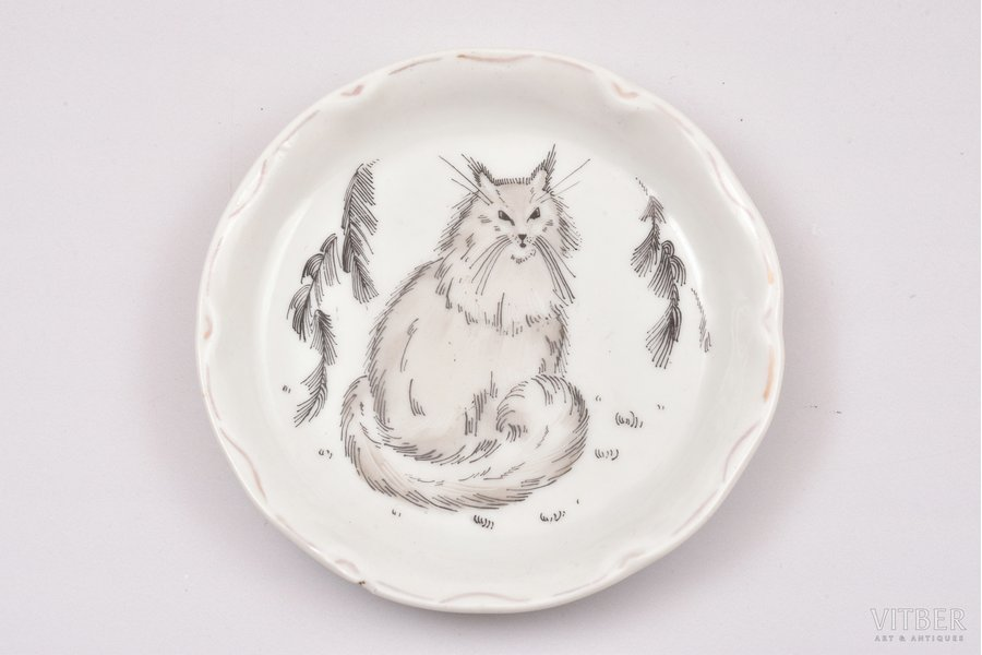 """cup plate, The Cat, porcelain, sculpture's work, Porcelain Painting Workshop """"Baltars"""", handpainted by Annija Eska, Riga (Latvia), the 20ties of 20th cent."""