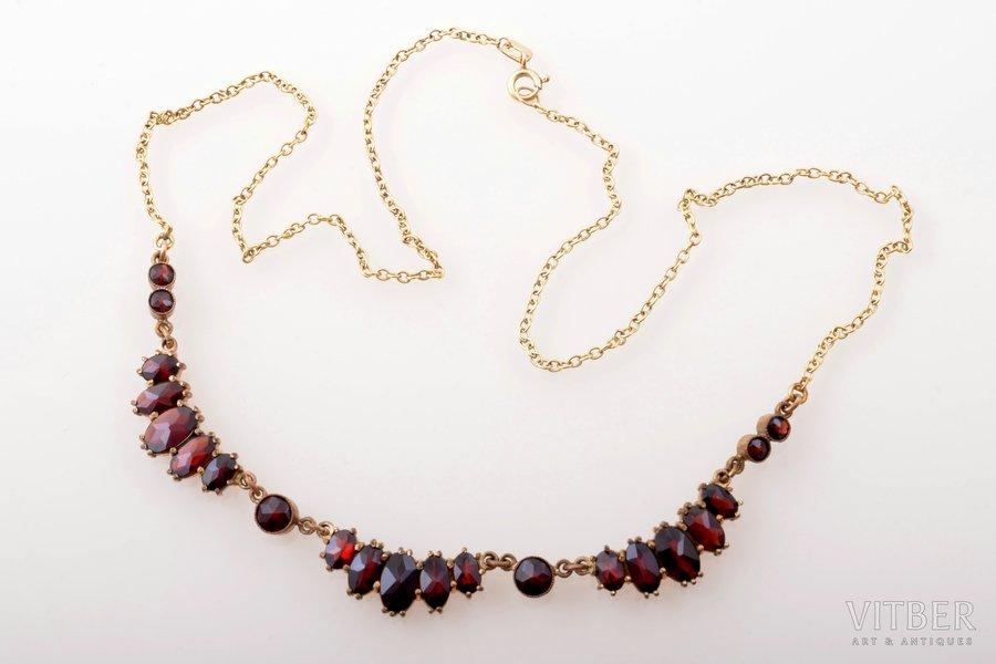 a necklace, gold double, 7.79 g., the item's dimensions 48.5 cm, garnet
