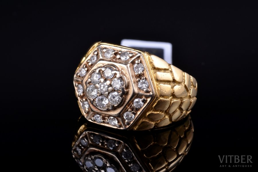 a ring, gold, 585, 750 standart, 10.45 g., the size of the ring 18.5, diamonds