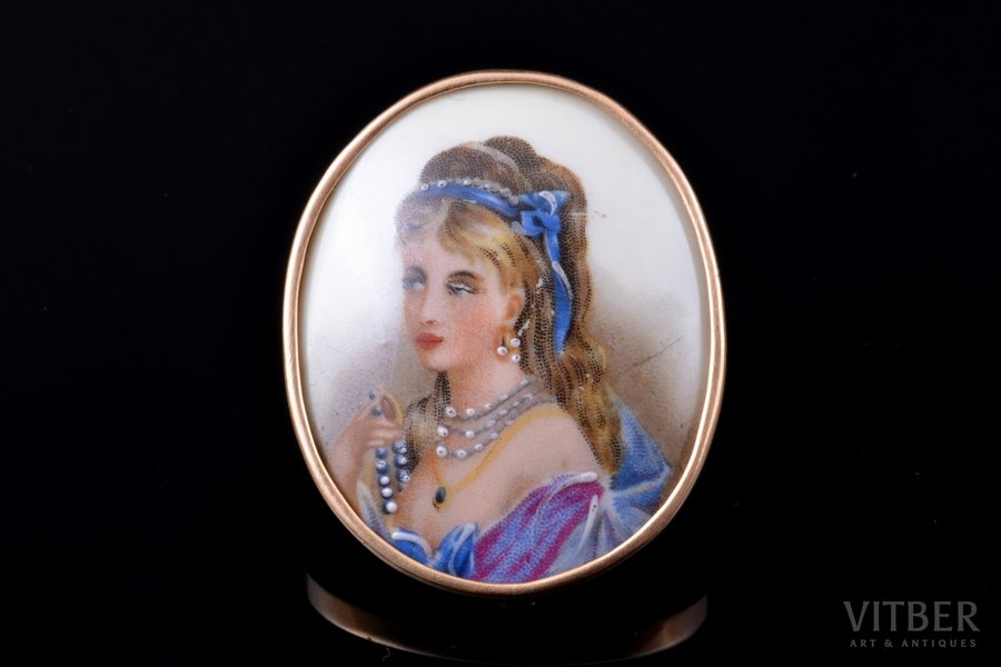 """pendant-brooch, """"Portrait of a Girl"""", painting, gold, porcelain, total weight of item 17.94 g., the item's dimensions 4.6 x 3.8 cm, France, Limoge"""