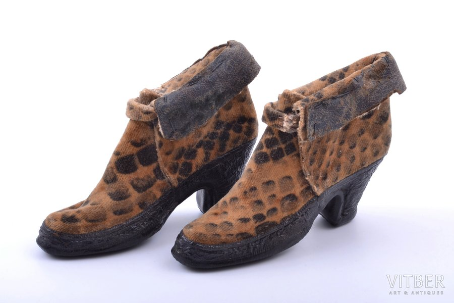 "decorative shoes - advertisment ""Bir & Co, Riga, Ouadrat"", fabric, Latvia, 1924, 6.5 x 9.4 x 2.8 cm"
