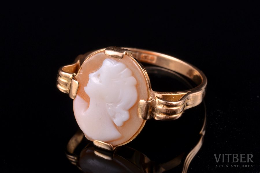 a ring, cameo, gold, 18 k standart, 3.48 g., the size of the ring 17.25, Sweden