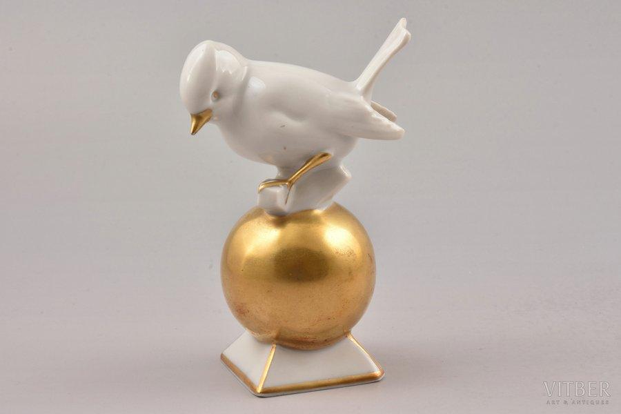 figurine, a bird on a gold ball, porcelain, Germany, 11 cm, first grade, Gerold Porzellan Bavaria