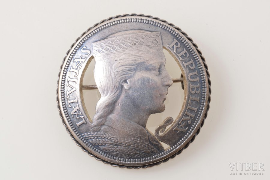 sakta, made of 5 lats coin, silver, 23.68 g., the item's dimensions Ø 3.9 cm, the 20-30ties of 20th cent., Latvia