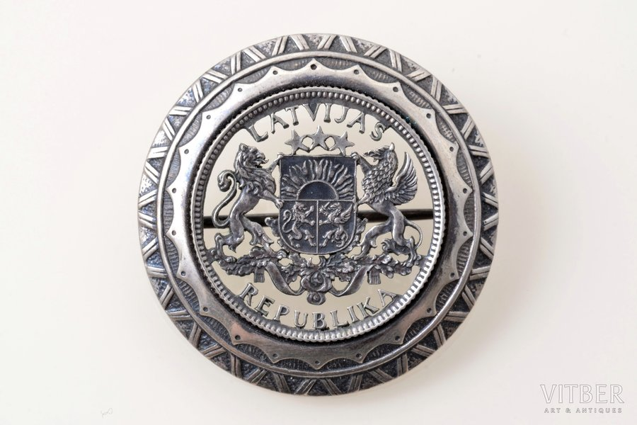sakta, made of 1 lats coin, silver, 8.20 g., the item's dimensions Ø 3.3 cm, the 20-30ties of 20th cent., Latvia