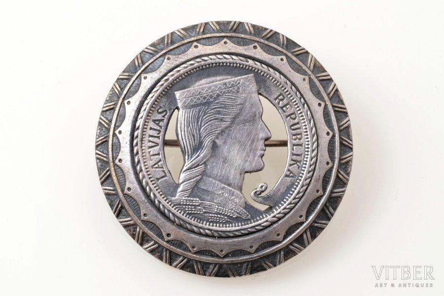 sakta, made of 1 lats coin, silver, 9.50 g., the item's dimensions Ø 3.3 cm, the 20-30ties of 20th cent., Latvia