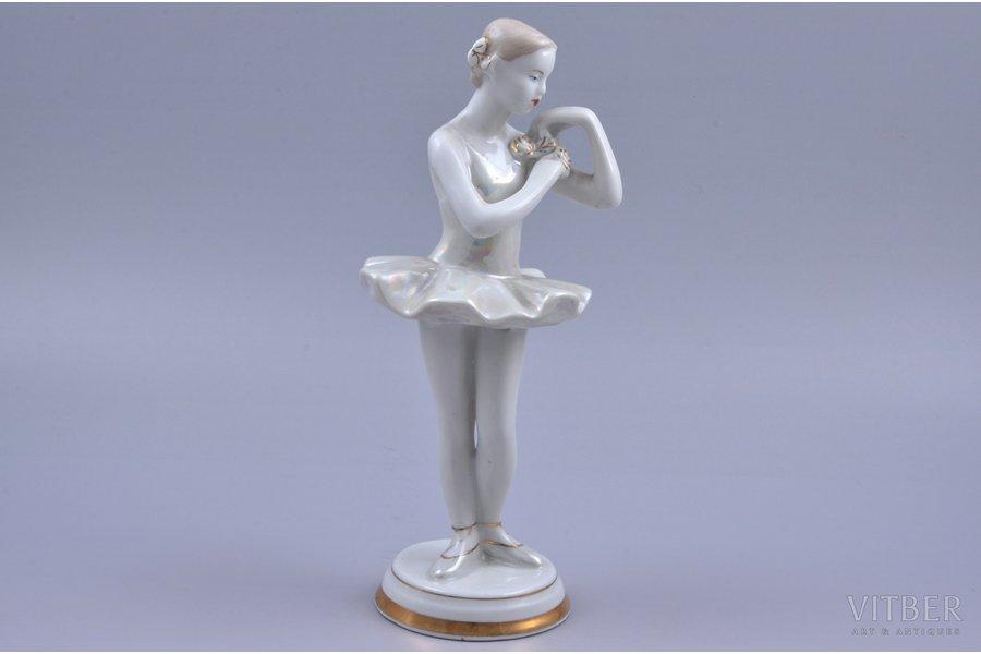 figurine, Ballerina with flower, porcelain, USSR, Verbilki, molder - O.Artamonova, 1954-1965, 21.2 cm, second grade