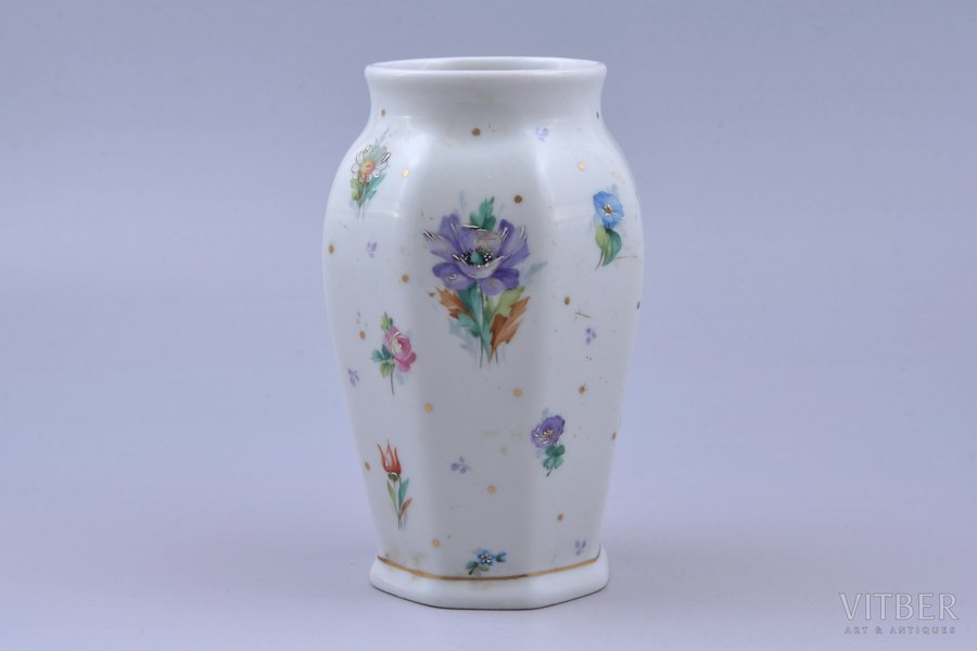 vase, porcelain, Riga Ceramics Factory, hand-painted, handpainted by Yegor Morozov(?), Riga (Latvia), 1942-1944, h 14.4 cm