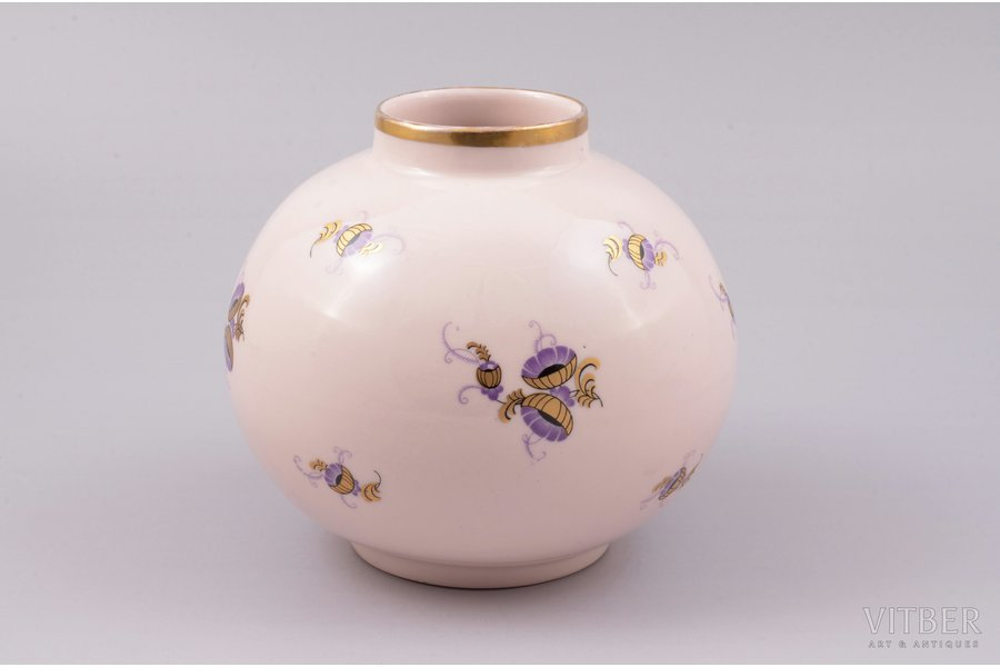 vase, porcelain (pink color mass), M.S. Kuznetsov manufactory, hand-painted, Riga (Latvia), 1934-1936, 11 cm