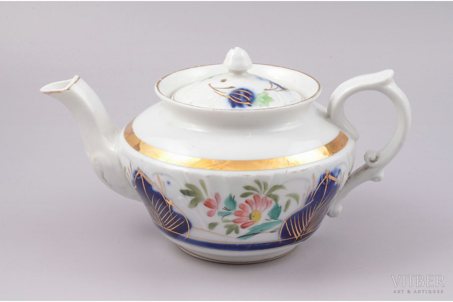 teapot, porcelain, M.S. Kuznetsov manufactory, hand-painted, Russia, the 2nd half of the 19th cent., h 11.5 cm