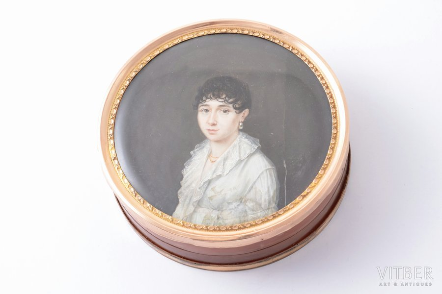 snuff-box, boîte-à-miniature, painting on ivory, by artist Oubourg, edge on lid - gold, edge on box bottom - gilding, turtle shell, France, 1808, Ø 8.2 cm, crack