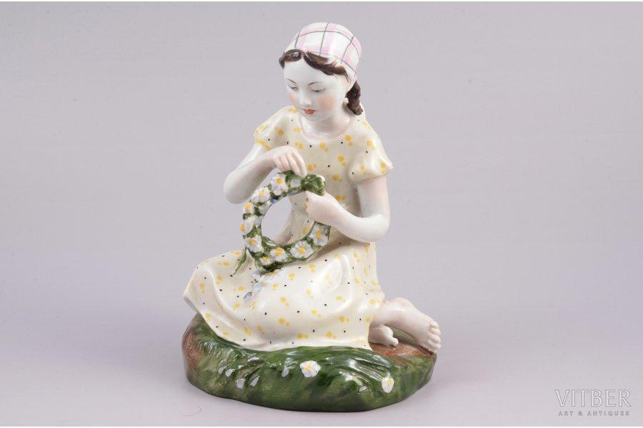 figurine, Girl with a wreath, porcelain, USSR, LFZ - Lomonosov porcelain factory, molder - Galina Stolbova, the 50-60ies of 20th cent., 15 cm