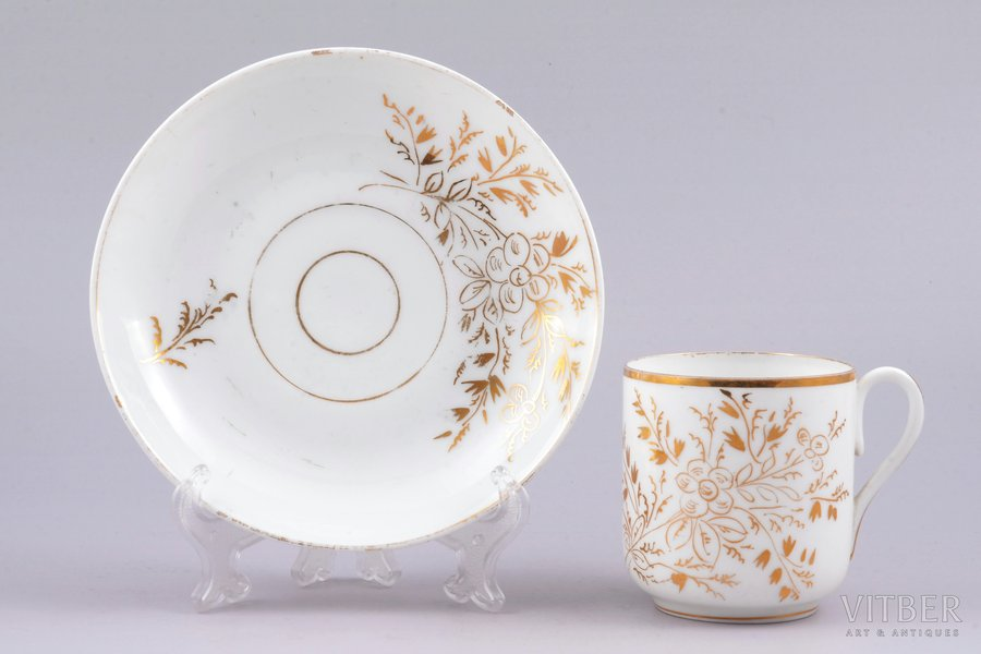 tea pair, porcelain, M.S. Kuznetsov manufactory, Riga (Latvia), Russia, the border of the 19th and the 20th centuries, h (cup) 7 cm, Ø (saucer) 14.2 cm