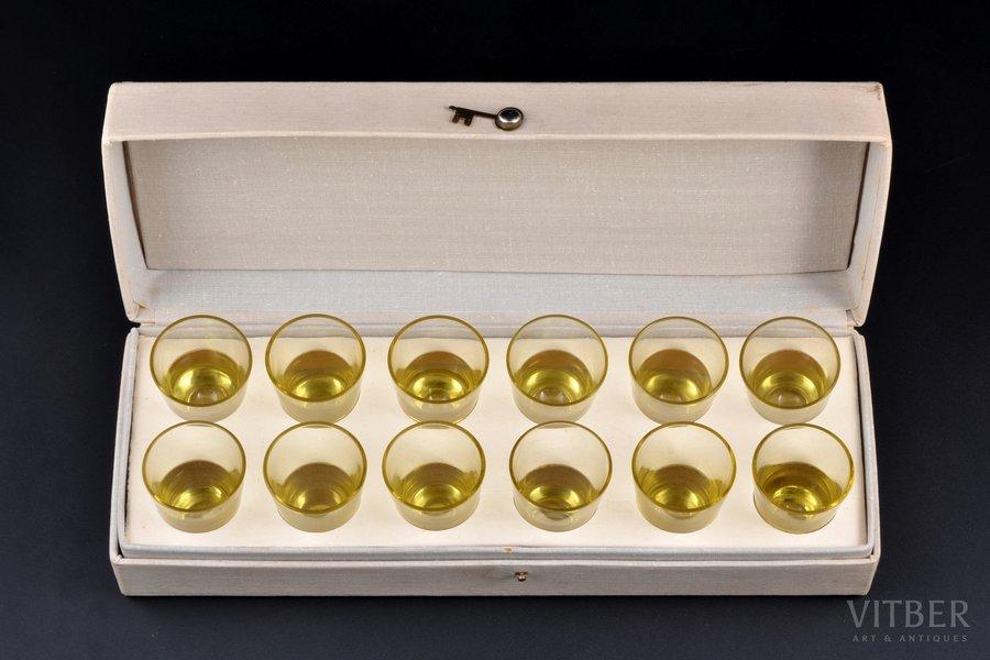 """12 biķeru komplekts, """"Latvijas stikls"""" fabrika, Latvija, PSRS, 20. gs. 2. puse, h 5.2 cm, kastē"""