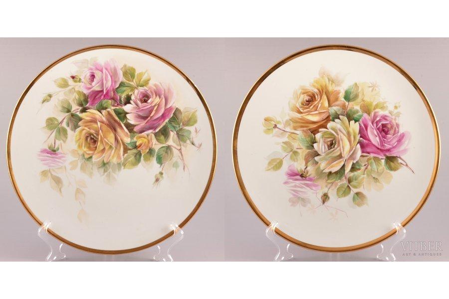"pair of wall plates, ""Roses"", porcelain, Rīga porcelain factory, hand-painted, Riga (Latvia), USSR, 1948-1970, Ø 31.8 cm"