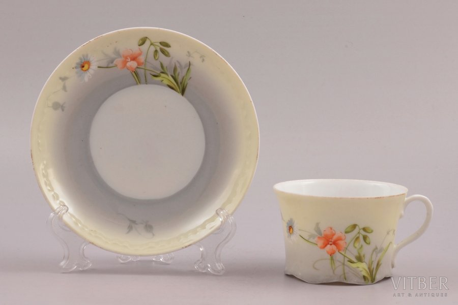 tea pair, porcelain, Gardner manufactory, Russia, the end of the 19th century, h (cup) 5.4 cm, Ø (saucer) 13.9 cm