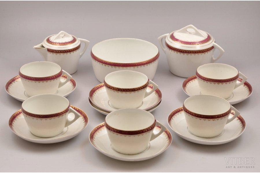 сервиз, на 6 персон (16 предметов), фарфор, завод Гарднер, Российская империя, 2-я половина 19-го века, h (чашка) 5.3 см, Ø (блюдце) 14.3 см