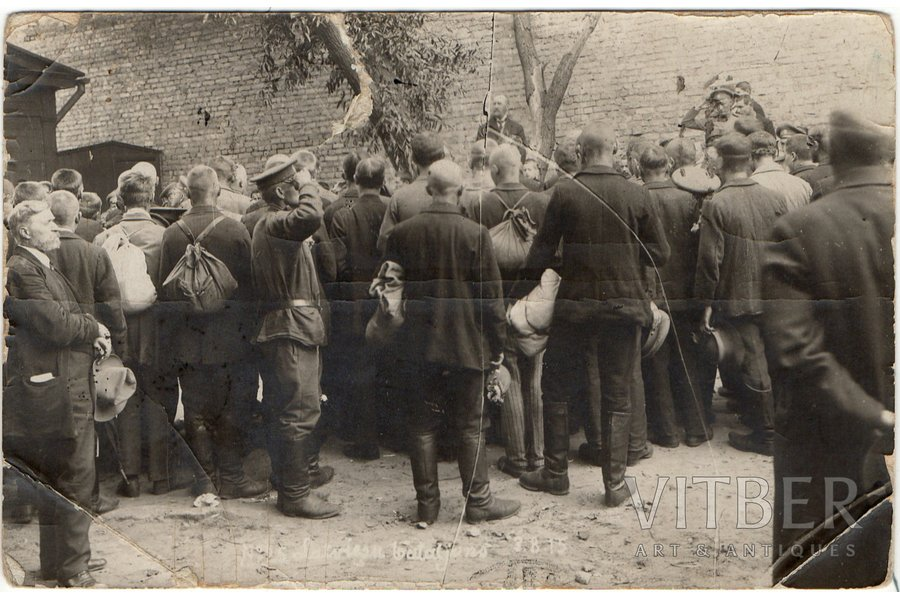 photography, Latvian Riflemen, speech by the Chairman of the Organizing Committee of the Latvian Riflemen Battalion Jānis Goldmanis to the Riflemen, Latvia, 9 х13.7 cm