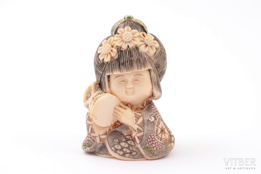 "Figurine, netsuke, ""Girl Playing a Drum"", ivory, Japan, h 5 cm"