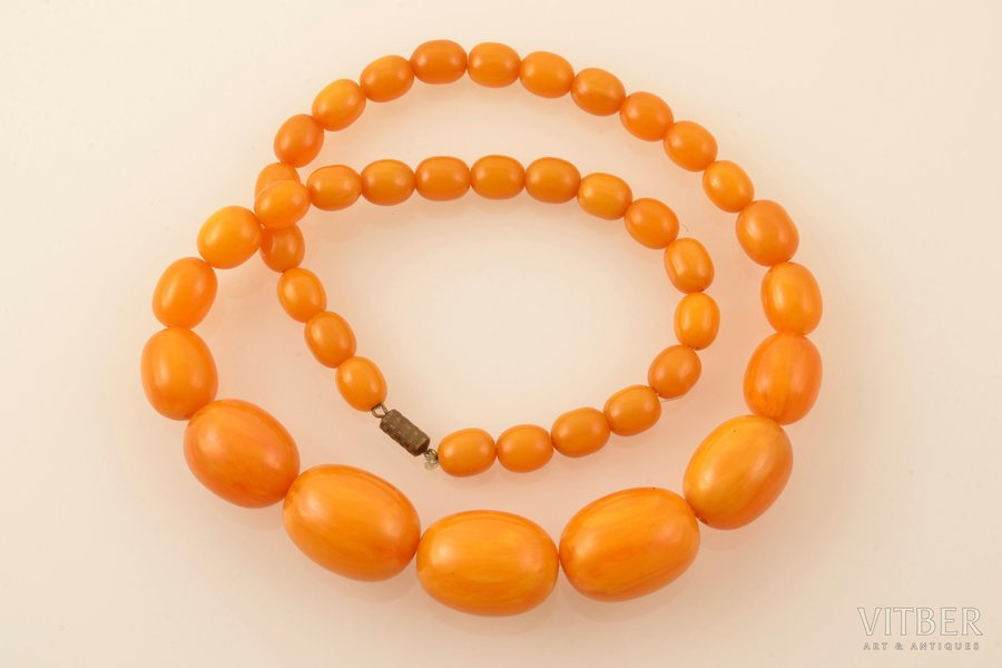 beads, largest stone dimensions 2.8 x 2.1 x 2.1 cm, bakelite, 76.10 g., lenghth 58 cm
