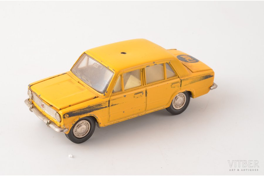 "car model, VAZ 2101 Nr. A17, ""Militia"", missing flasher, metal, USSR, ~ 1978-79"