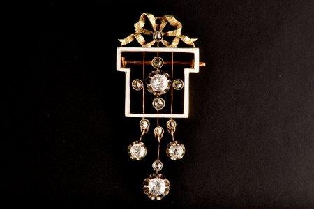 брошь-подвеска с белой эмалью, 4 бриллиантами (3.5-4.4мм) и 9 алмазами, золото, 6.24 г., проба 56, размер 5 х 2, Российская империя, 19й век