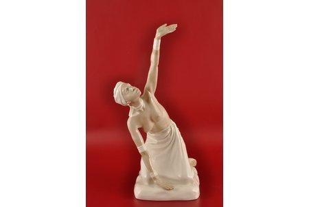 статуэтка, Африканский танец, фарфор, Рига (Латвия), СССР, авторская работа, автор модели - Римма Панцеховская, 50-е годы 20го века, 34 см