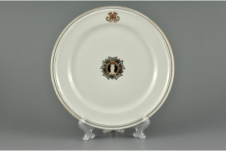 decorative plate, Military Сourt Administration, hand-painted, M.S. Kuznetsov manufactory, Riga (Latvia), 1937-1940, 20 cm, first grade