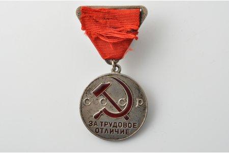 медаль, За трудовое отличие, № 2913, серебро, СССР, ~ 1939 г., 36.3х32.1 мм, 16 г