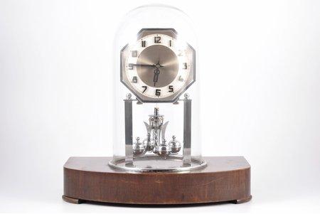 galda pulkstenis, zem stikla kupola, Art Deco, Latvija, 20 gs. 20-30tie gadi, koks, metāls, 32 x 30 cm, darbojas