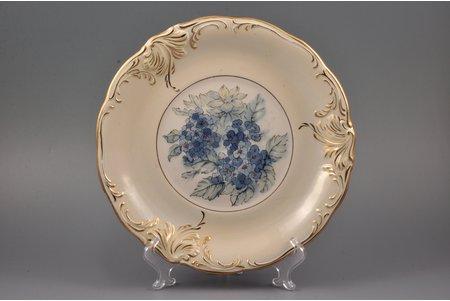 "decorative plate, ""Flowers"", porcelain, sculpture's work, Rīga porcelain factory, Riga (Latvia), USSR, 1968-1980, Ø 27.7 cm, second grade"