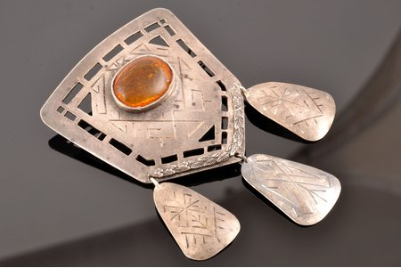 sakta, silver, 17.55 g., the item's dimensions 7.7 x 4.8 cm, amber, 1936, Latvia