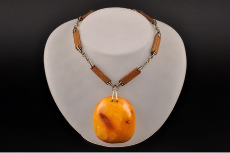 a necklace, (amber) ~30 g., the item's dimensions (amber) 5.8 x 5 x 1.7 cm, (chain) 74 cm, amber