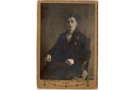 fotogrāfija, jūrnieks no zemūdenes Lovica (?), uz kartona, Krievijas impērija, 20. gs. sākums, 13.5 x 9.4 cm
